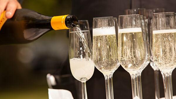 Исследование выявило, где в России пьют больше шампанского в Новый год
