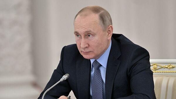 Путин умеет сохранять спокойствие в сложных ситуациях, заявил Додон