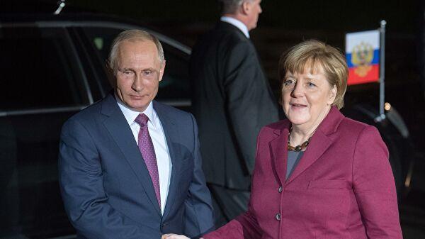 Путин поздравил Меркель и Штайнмайера с Новым годом