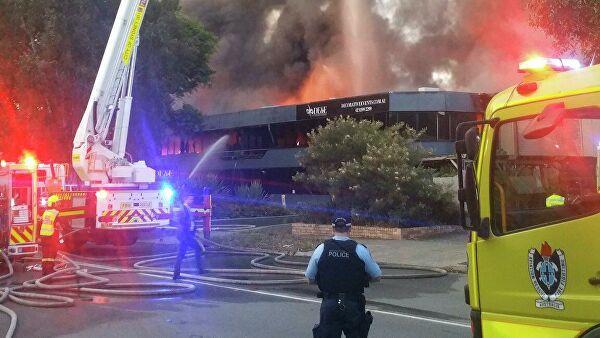 В Австралии рядом с аэропортом Сиднея вспыхнул крупный пожар