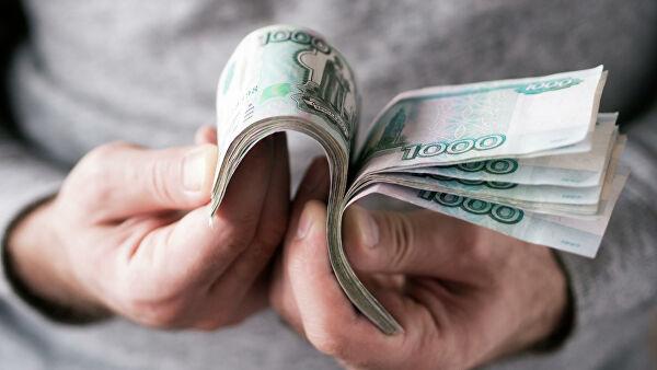 Отец блогера объяснил, зачем его сын кидал деньги в толпу в Волгограде