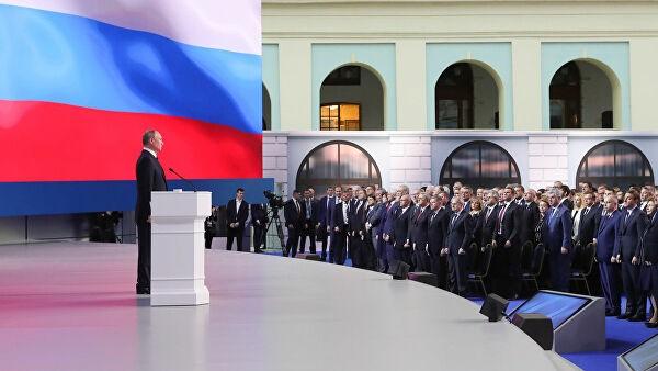 В Кремле опровергли данные о переносе даты послания Путина Федсобранию