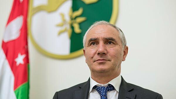 Правительство Абхазии продолжает работу, заявил премьер