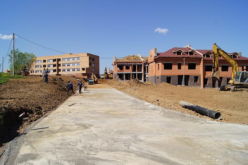 410 строителей направили на 3 объекта долевого строительства