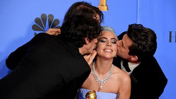 Папарацци заметили Леди Гагу целующейся с неизвестным мужчиной
