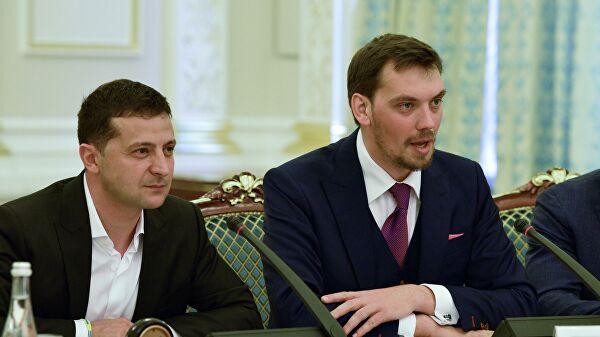 """Премьер Украины пытается """"шантажировать"""" Зеленского, считают в Раде"""