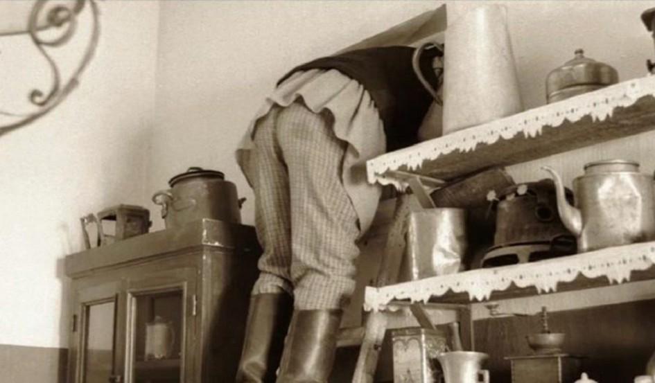 Загадка хрущевок: зачем нужно окно между ванной и кухней