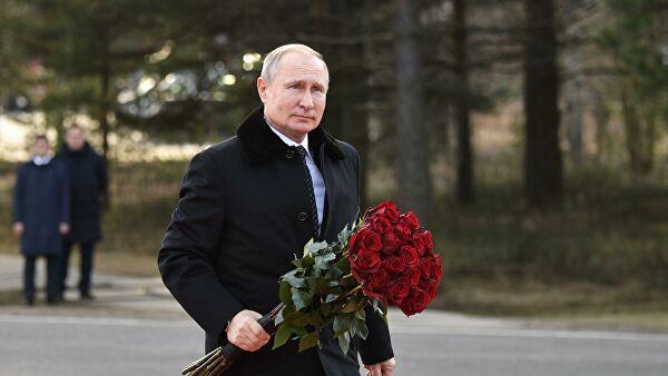 Путин осмотрел экспозицию Музея обороны и блокады Ленинграда