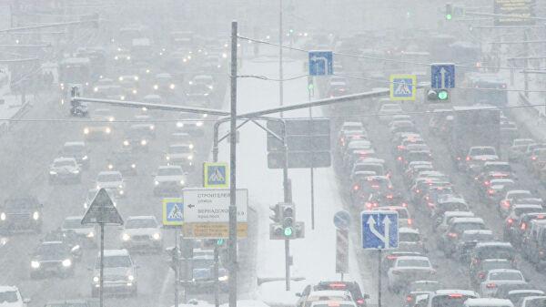 Московских водителей призвали к осторожности из-за снега