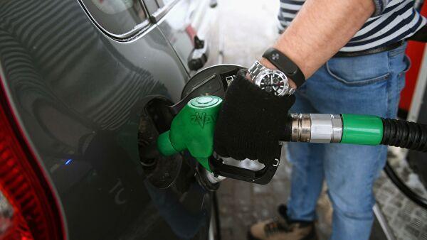 Эксперт рассказал, как распознать недолив бензина на АЗС
