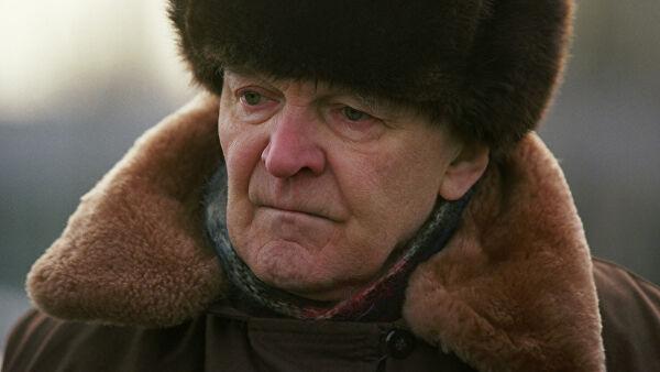 Писатель Бондарев был принципиальным и волевым человеком, заявил Шойгу