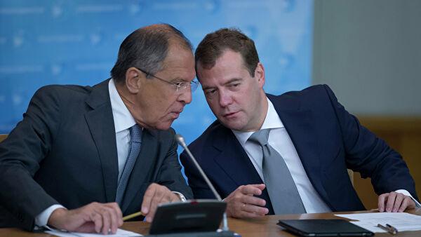 Медведев отметил вклад Лаврова в укрепление авторитета России