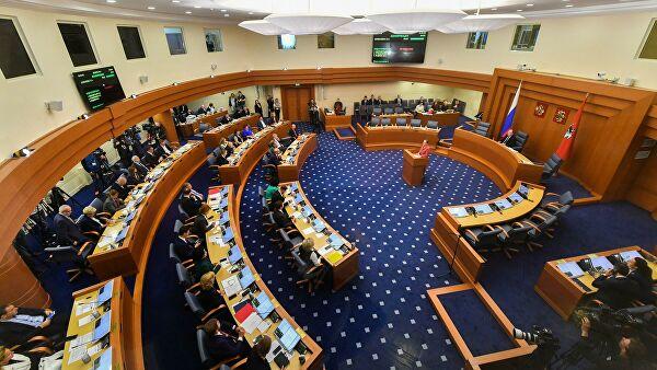 Мосгордума в четверг рассмотрит конституционные поправки