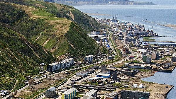 Госслужащим и бюджетникам на Сахалине ограничили выезд за рубеж