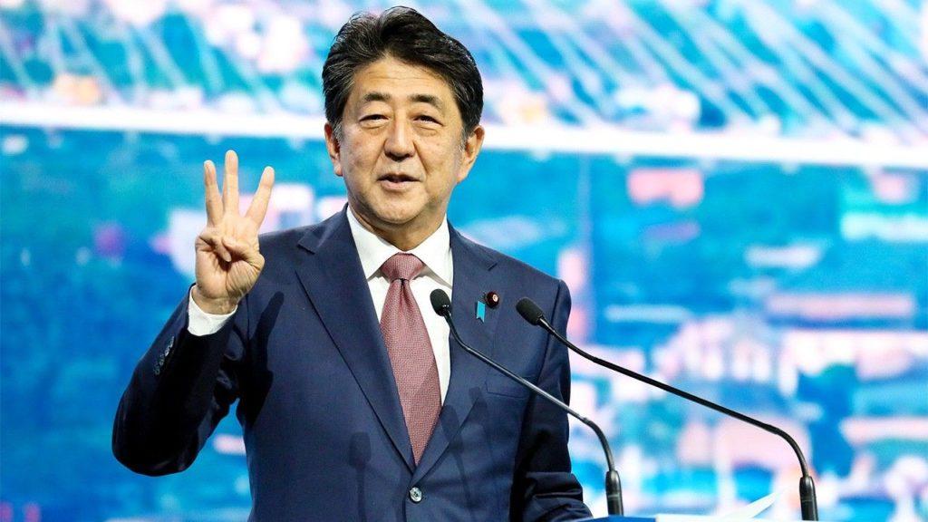 Японского премьера хотели порубить топором