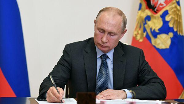 ВЦИОМ прокомментировал данные Bloomberg о рейтинге Путина