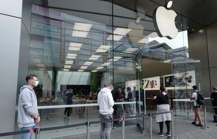 Apple возобновит работу нескольких магазинов в США