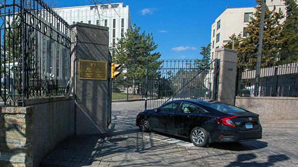 В посольство РФ для выезда из США обращаются украинцы, белорусы и казахи