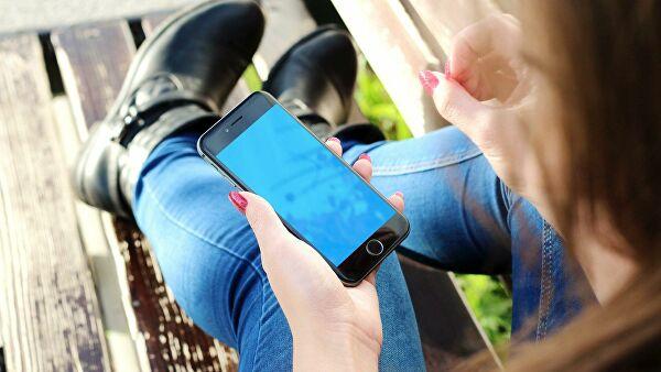 """Эксперт рассказал, чем рискует владелец """"серого"""" смартфона"""