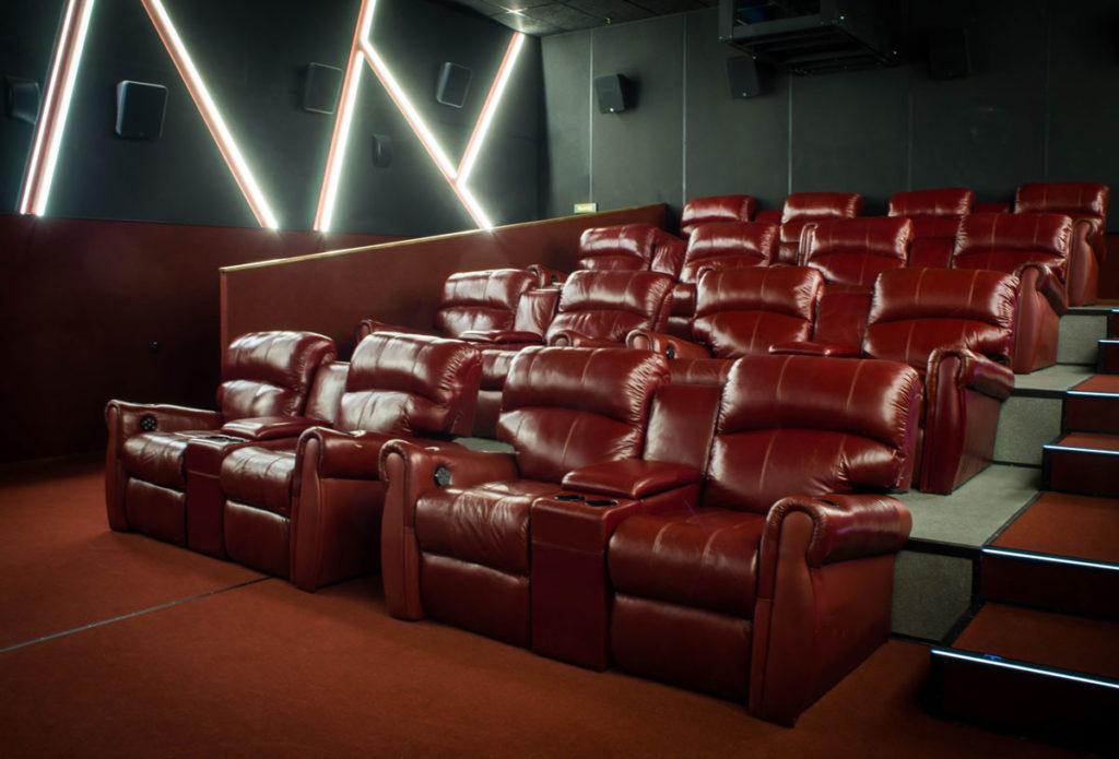 Кинотеатры Петербурга начали торговать сертификатами на будущие сеансы