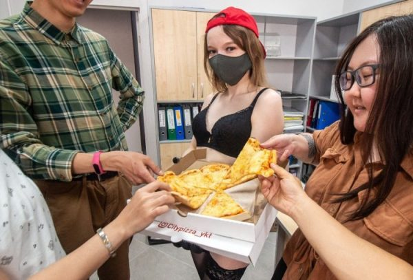 Доставка от стриптизёрш заработала в Якутске