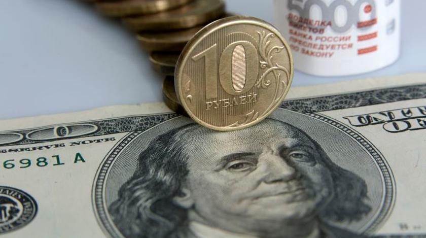 Курс доллара поднялся выше 71 рубля