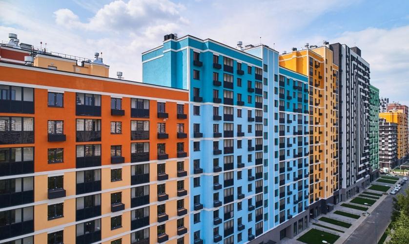 Дольщикам ЖК на западе Москвы начали вручать ключи от квартир в новой секции четвертого корпуса
