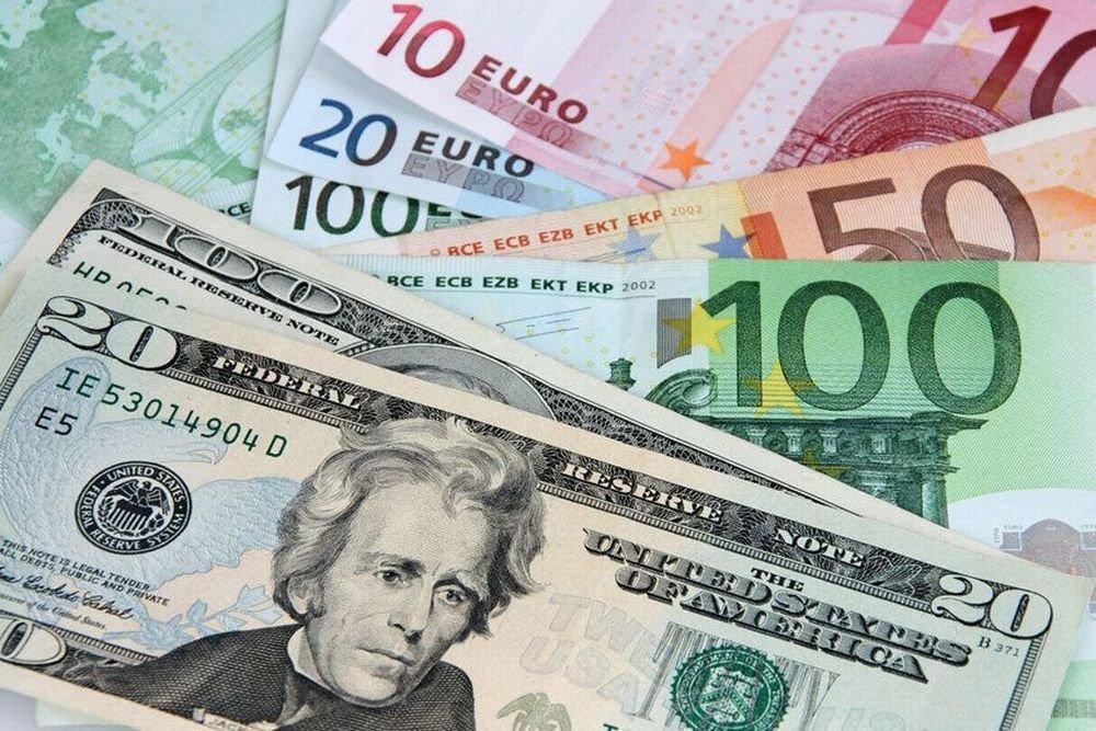 Каждый третий россиянин хочет получать зарплату в валюте