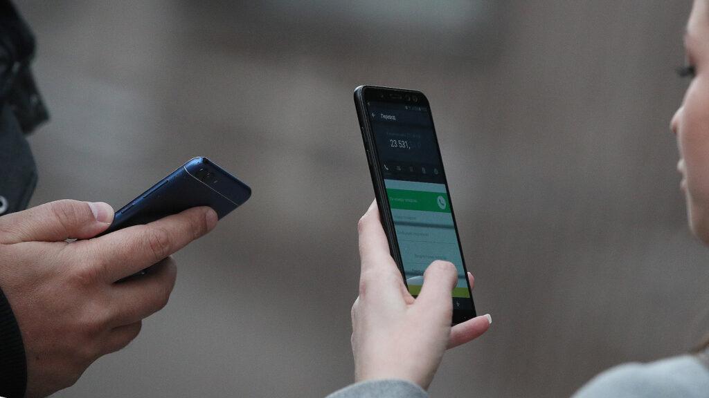 Зарплаты могут начислять по телефону