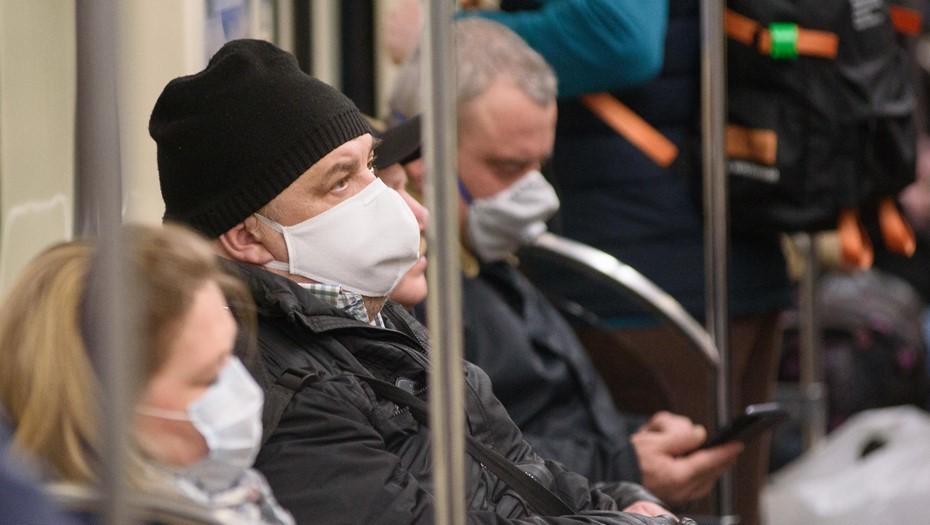 Смольный договорился о снижении цен на маски в метро