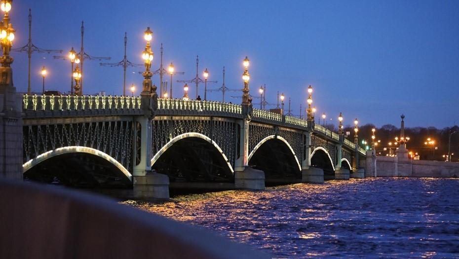 В Петербурге обновят подсветку мостов через Неву