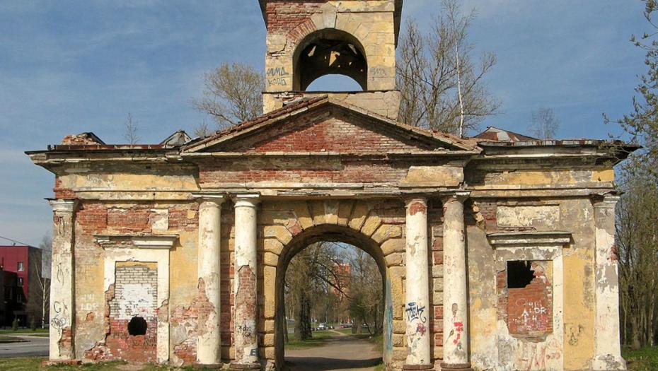 Бастрыкин поручил разобраться с разрушением Александровских ворот