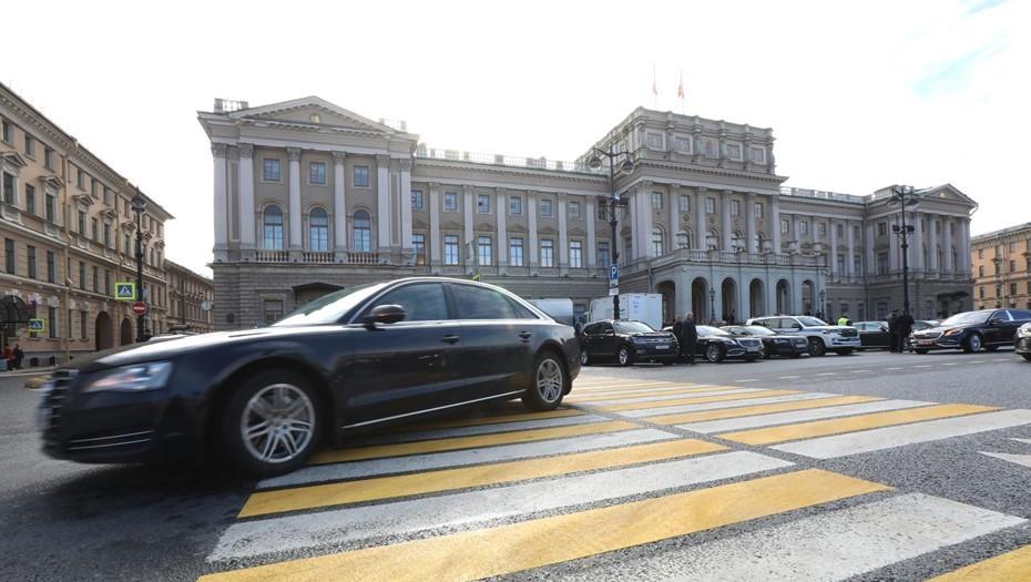 Брать пока можно: бюджету Петербурга помогут займы