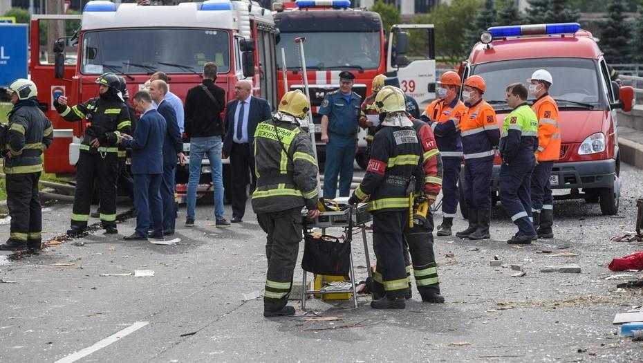 Двух человек спасли при пожаре в многоэтажке в Мурино