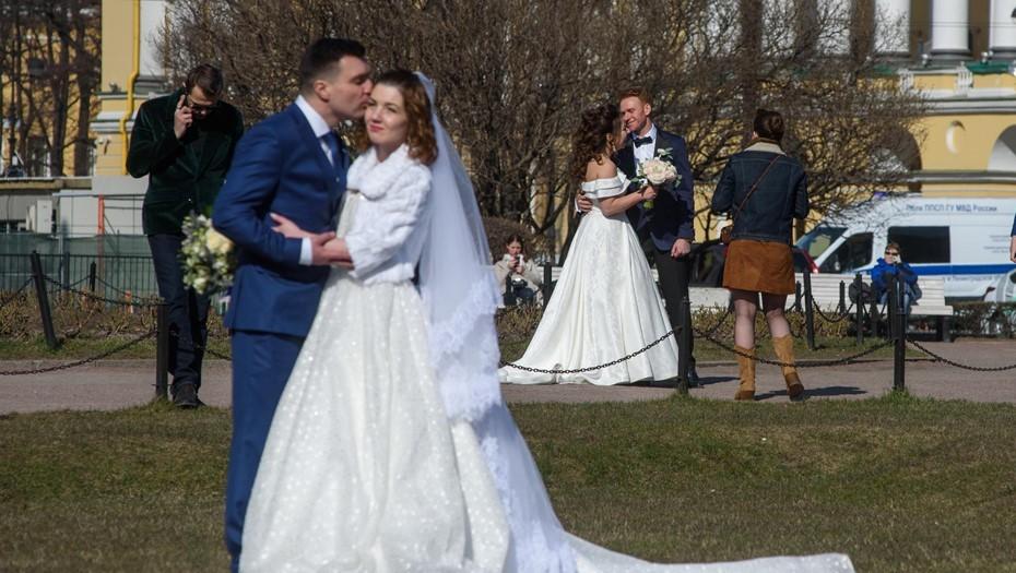 Калининградские власти начали возврат ограничений со свадеб и спорта