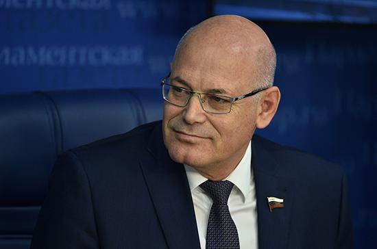 Круглый: у россиян есть шанс избежать обязательной самоизоляции