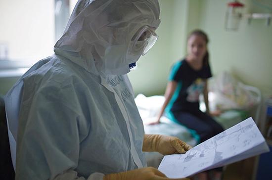 Медики, работающие с коронавирусными больными, в октябре получат дополнительные выплаты