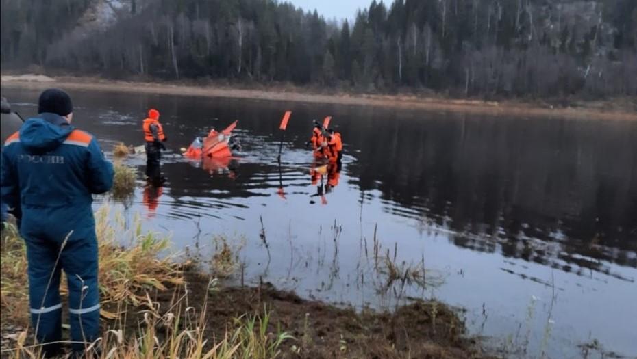 На месте авиакатастрофы под Вологдой извлекли из реки вертолёт