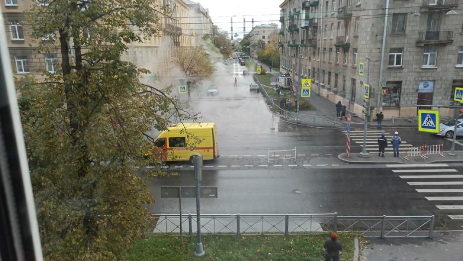 На Васильевском острове, где затопило улицу, частично открыли движение