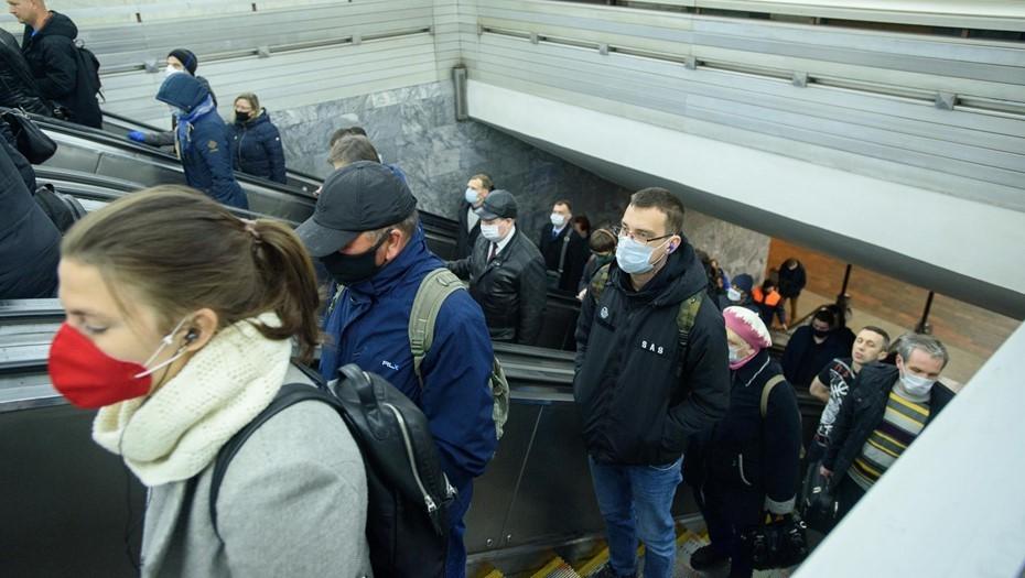 Пассажиропоток в Петербурге сократился в октябре только на 20%