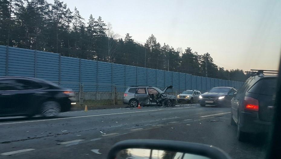 Пять автомобилей столкнулись на Зеленогорском шоссе, есть пострадавшие