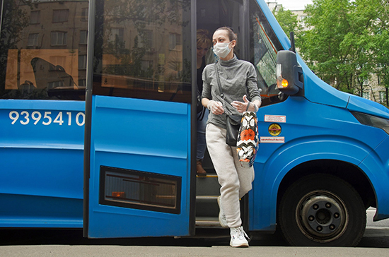 Почти 100 тысяч пассажиров оштрафовали за отсутствие масок и перчаток в московском транспорте