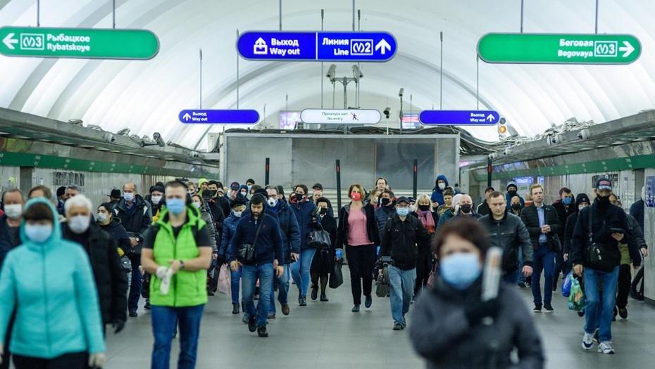Проезд в автобусах и метро Петербурга подорожает на 5 рублей