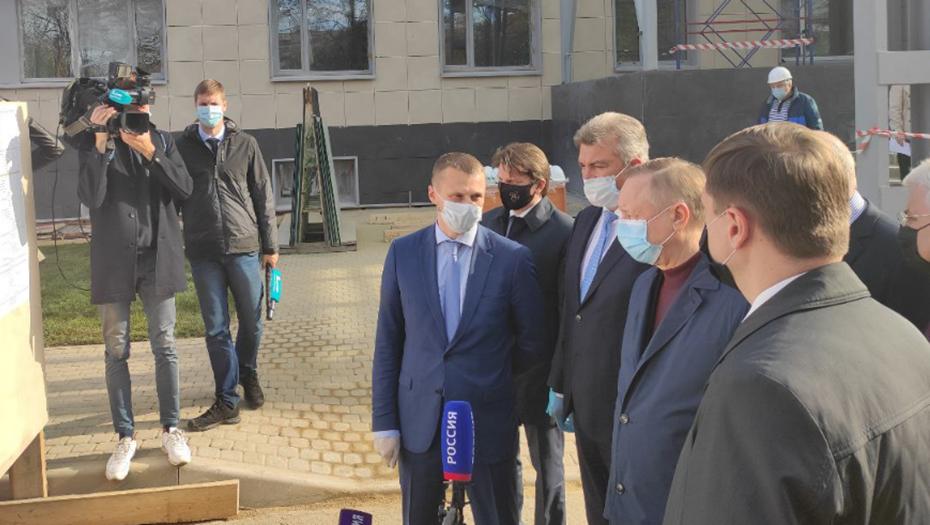 Смольный за год разорвал госконтракты с подрядчиками на 8 млрд рублей