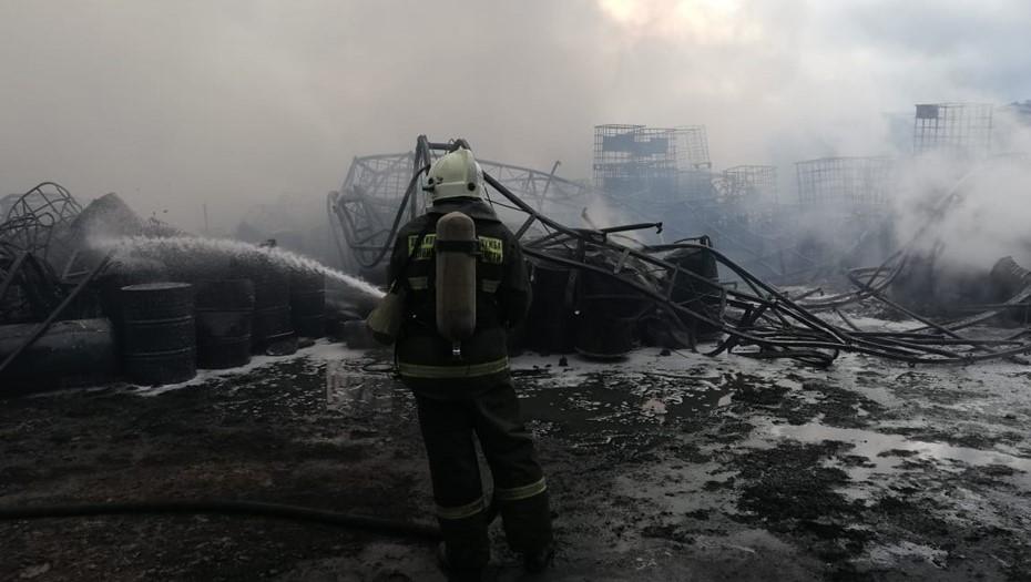 Спасатели локализовали крупный пожар на лакокрасочном заводе в Ленобласти