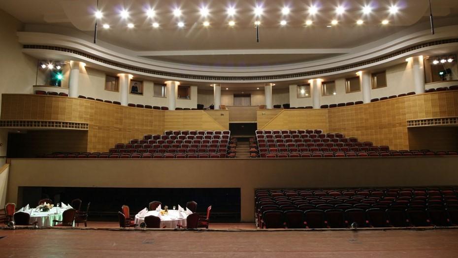 Театру в Москве грозит штраф из-за зрителей без масок на концерте