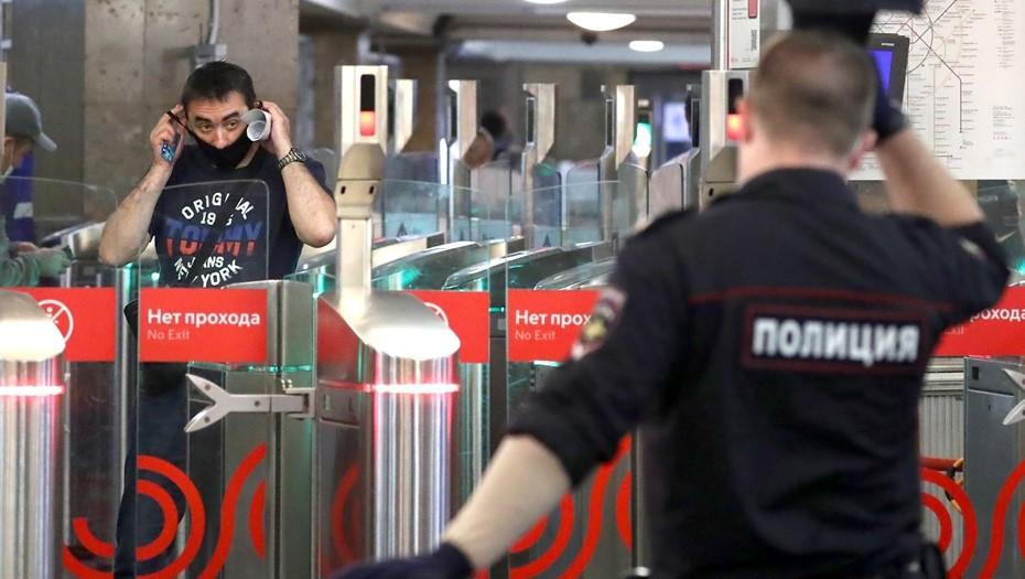 """В московском метро полиция ищет нарушителей """"масочного режима"""""""