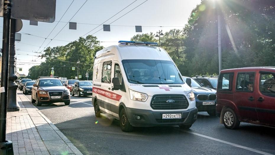 В Петербурге девятиклассник с ножом напал на мать и врачей скорой помощи