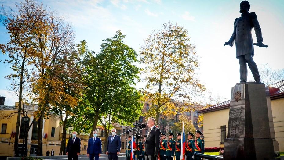 В Петербурге открыли памятник основателю Обуховского завода