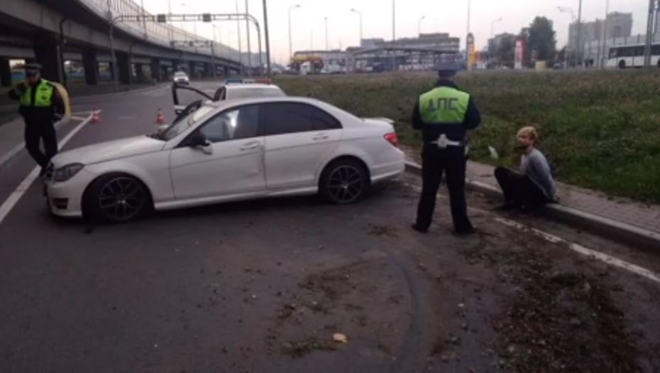 В Петербурге со стрельбой и погоней задержали наркокурьера на Mercedes